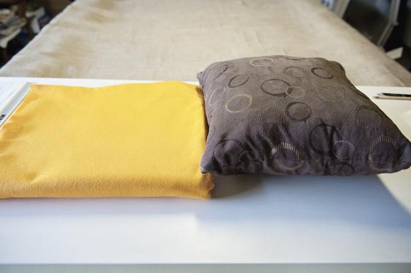 Felt Sunflower Pillow 01 Dekoratif yastık: Çiçek desenli keçe dekoratif yastık nasıl yapılır?
