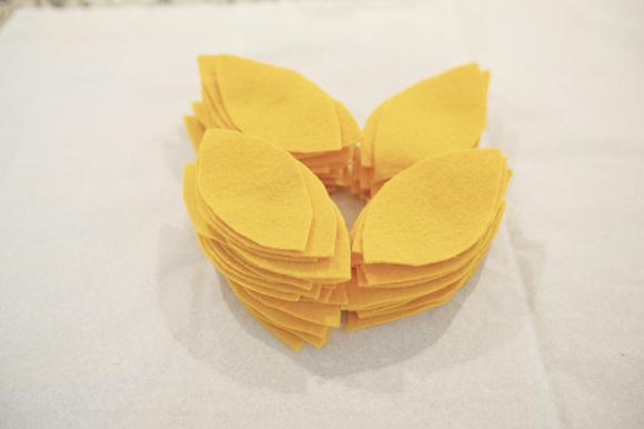 Felt Sunflower Pillow 04 Dekoratif yastık: Çiçek desenli keçe dekoratif yastık nasıl yapılır?