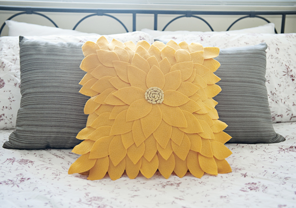 Felt Sunflower Pillow 092 Dekoratif yastık: Çiçek desenli keçe dekoratif yastık nasıl yapılır?