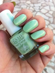 Mint-Yeşili-Oje-Renkleri-ve-Örnekleri-9