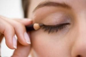 göz-kalemi-ve-eyeliner